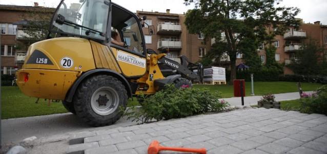 Örebro Markteknik - Lastmaskin vid plattsättning